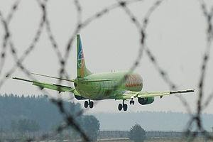 http://upload.wikimedia.org/wikipedia/commons/thumb/9/91/737-VP-BTA-Globus-UWWW-08-2010.jpg/300px-737-VP-BTA-Globus-UWWW-08-2010.jpg